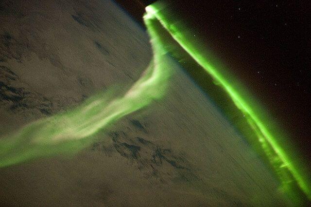 太空俯瞰極光粒子