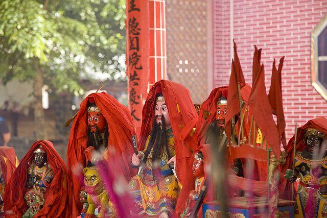 台灣神明眾多,拜之前可得看清楚自己在拜誰哦(圖片來源-Yong Ko)