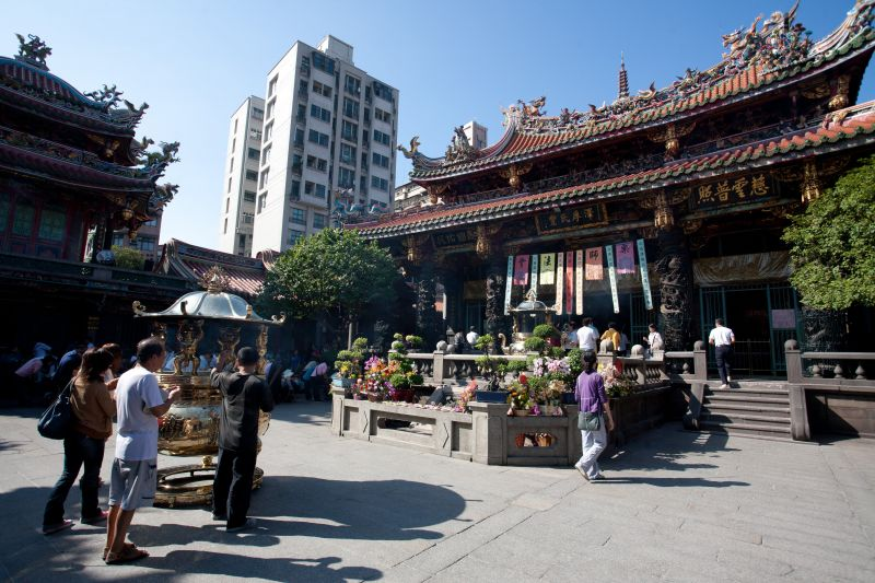 龍山寺是台北重要古剎,只要誠心真意,據說都非常靈驗(圖片來源-欣傳媒)