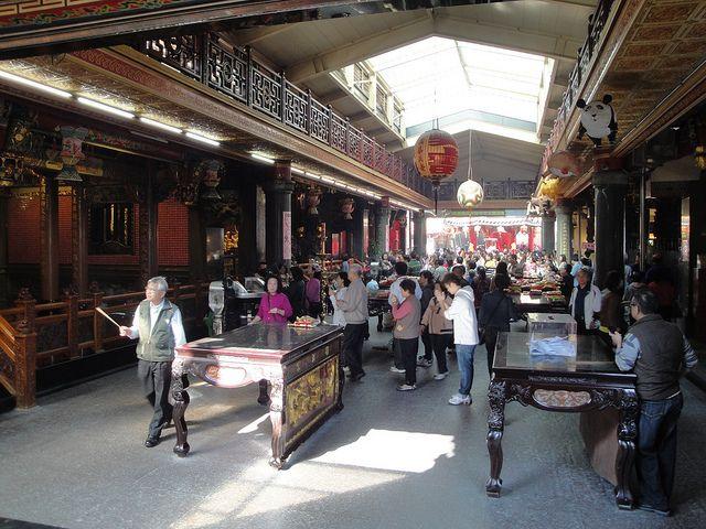 關渡宮為北部歷史悠久的媽祖廟,廟內有綿延數公尺長的財神洞(圖片來源-Tzuhsun Hsu)
