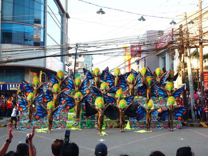 舞者的服裝各個耀眼奪目,一出場就令人驚豔。(圖片來源:許詩美 攝)