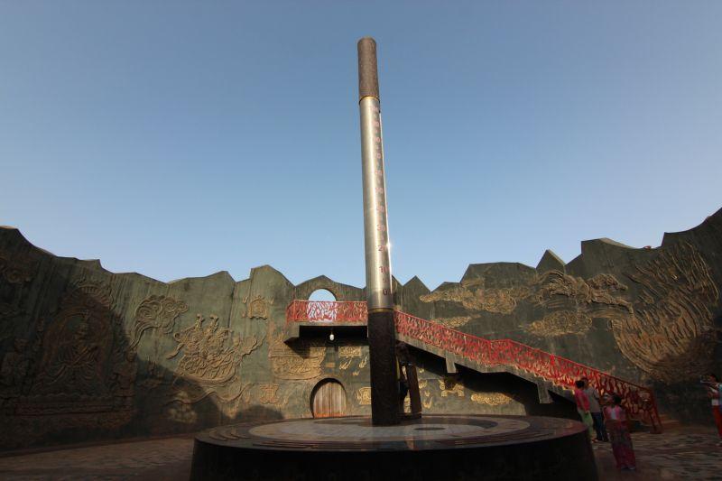 图片说明:巨型温度金箍棒 (刘士铭/摄影)