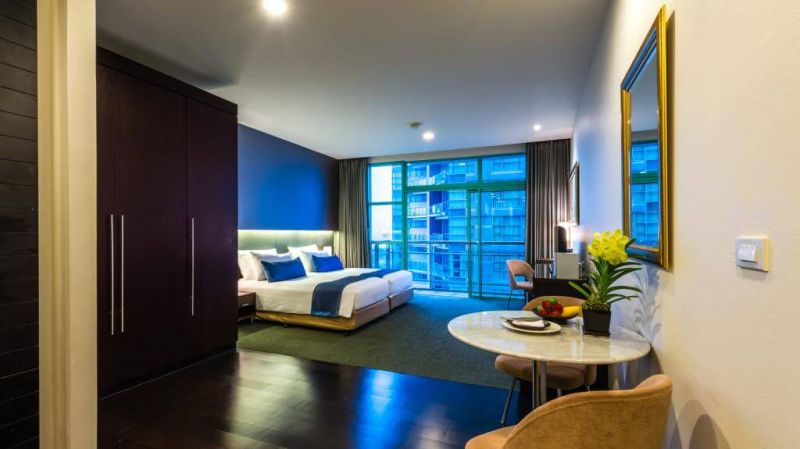 察殿曼谷河畔豪華酒店每間客房除了配有完整的設施外還備有私人陽臺,同時飯店設有眾多娛樂設施!