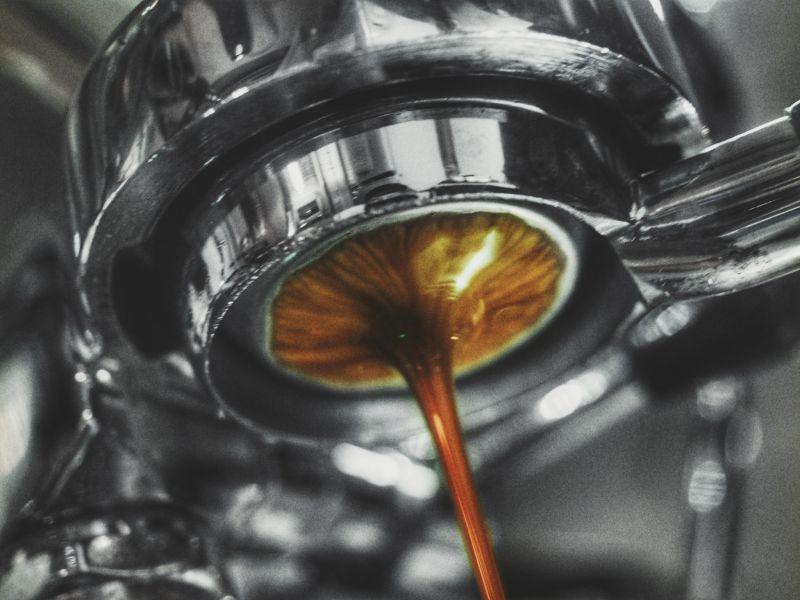 店內主打手沖咖啡,義式調和也不馬虎(圖片提供/黃郁仁)