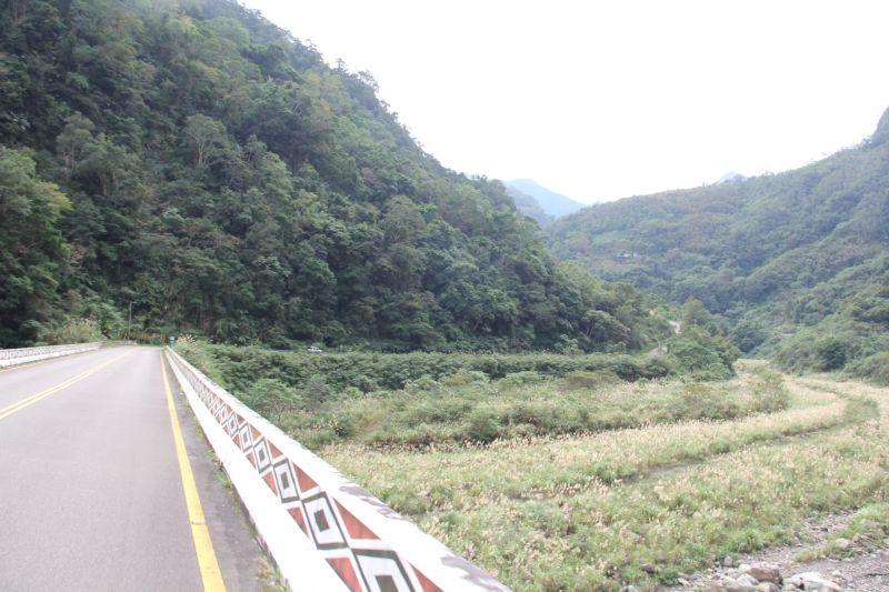 通過久布斯橋之後,距離目的地神仙谷已經不到3公里囉~