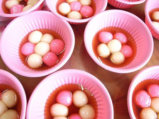 台湾冬至传统的汤圆是指红白小汤圆.