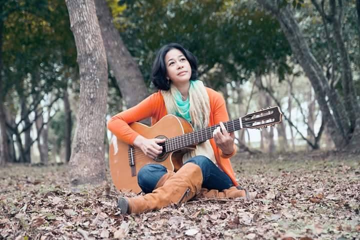 以莉高露_深度专访以莉高露:和国宝级歌手谈她的新专辑《美好时刻》