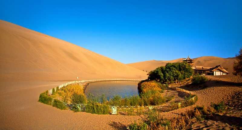 图片说明:月牙泉(照片提供:华夏经纬网 http://bit.ly/1mtb8dd)图片