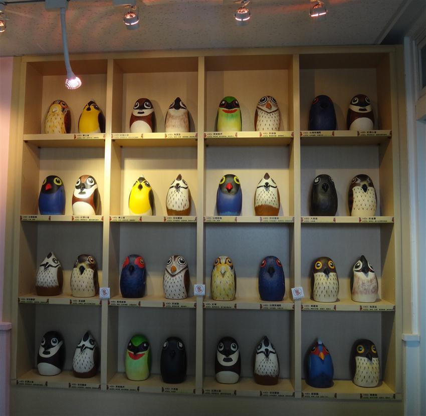 图为台湾特有鸟类木工作品.(杰森整合提供)图片