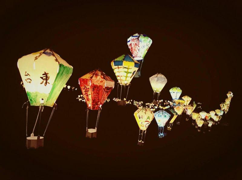 黑夜里热气球灯成为旅人的指引(图片台湾好行纵谷鹿野线提供)