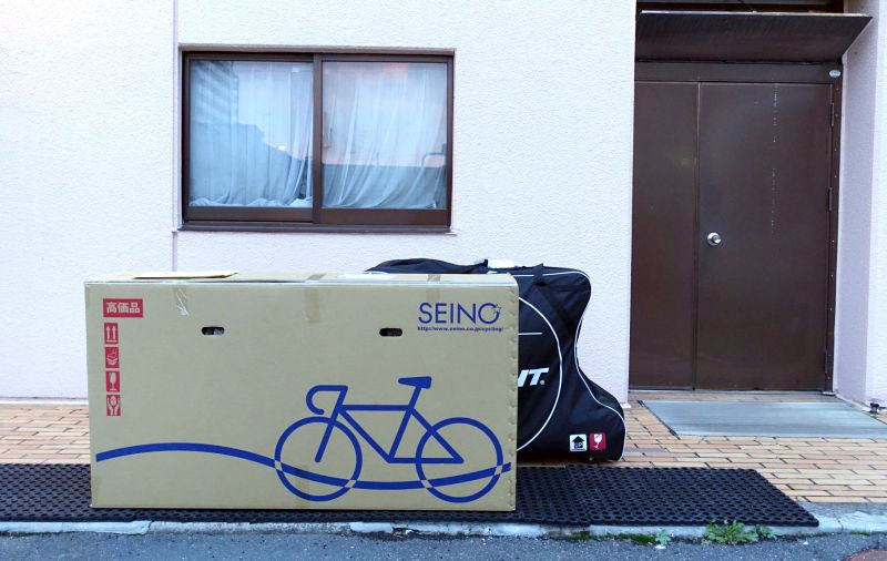 以紙箱打包單車,經濟平整,但很需要打包功力。(達叔 攝)