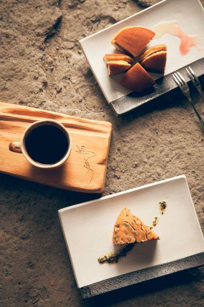 有了咖啡與點心的陪伴,讓人得以自在享受池上的慢活步調。(大白提供)