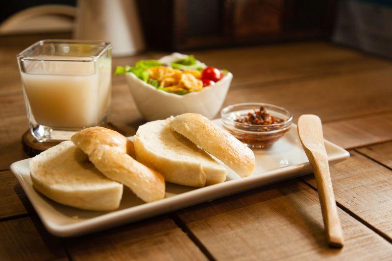 抹醬米貝果有各式口味,可搭配XO醬、梅子醬及鳳梨奇異果醬等,打造新穎又爽口的好味道。(大白提供)