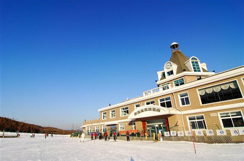 安波除了有罕見的天然地湧溫泉,本身也是當地知名的滑雪場。