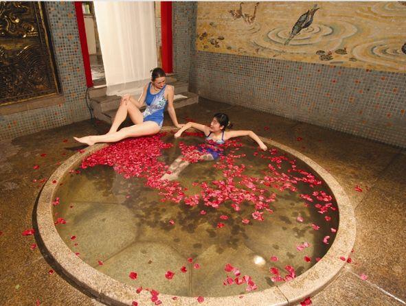 遼寧有許多珍稀溫泉、自然理療項目,美容兼保健。,