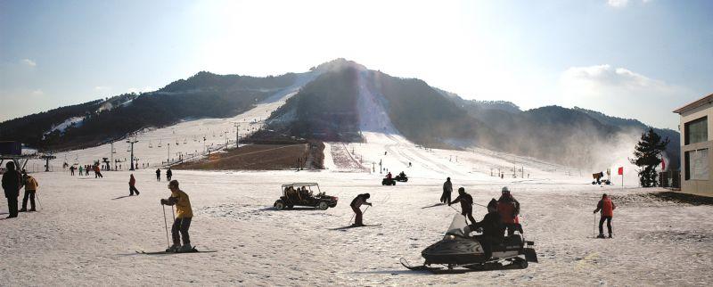 滑雪、泡湯同享,是遼寧一大特色旅遊。