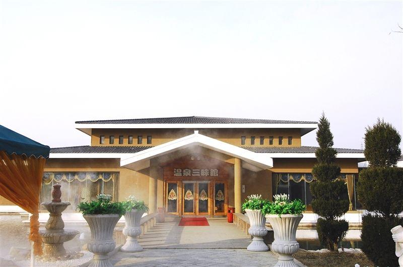 銘湖滑雪場附設溫泉館,以多樣化的複合式溫泉為主。