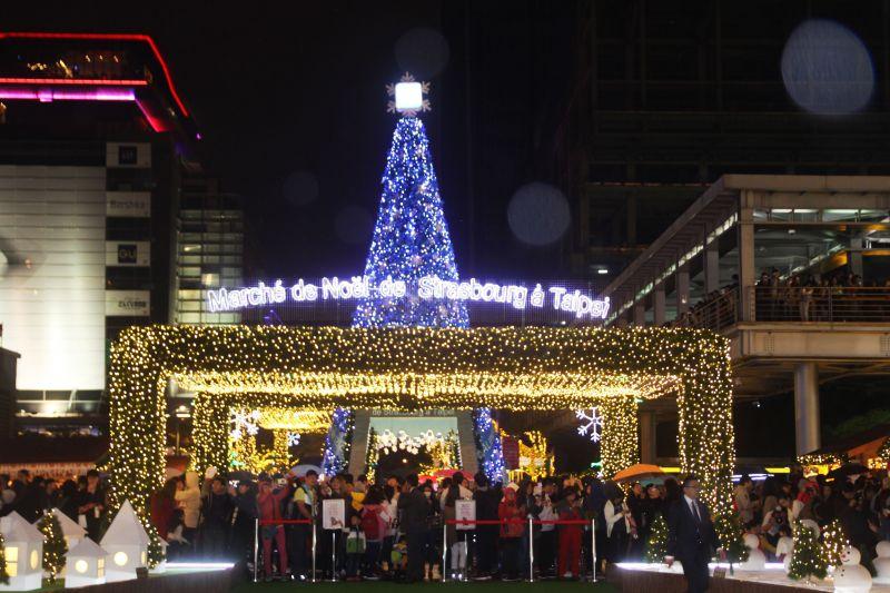 聖誕市集入口處。圖攝/酸鼻子