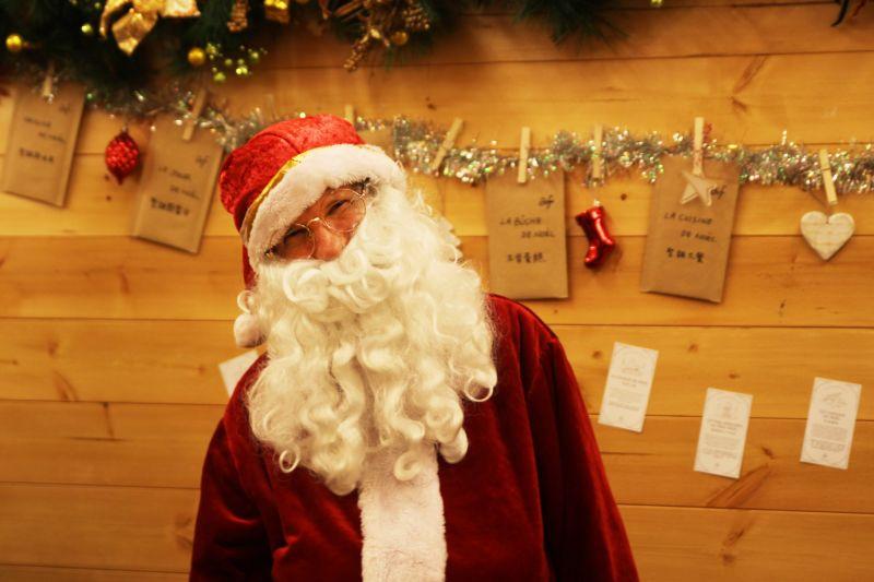 看到聖誕老公公一定要跟他說聲「嗨!」的啊。圖攝/酸鼻子