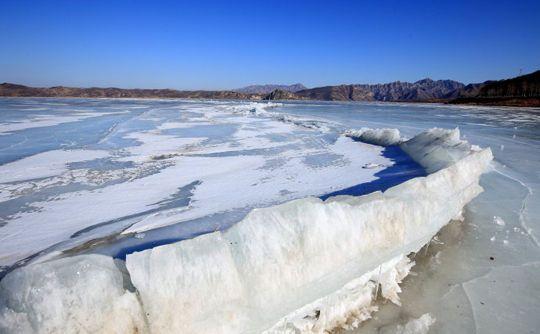 大淩河冰牆(圖片來源:新浪博主知非)