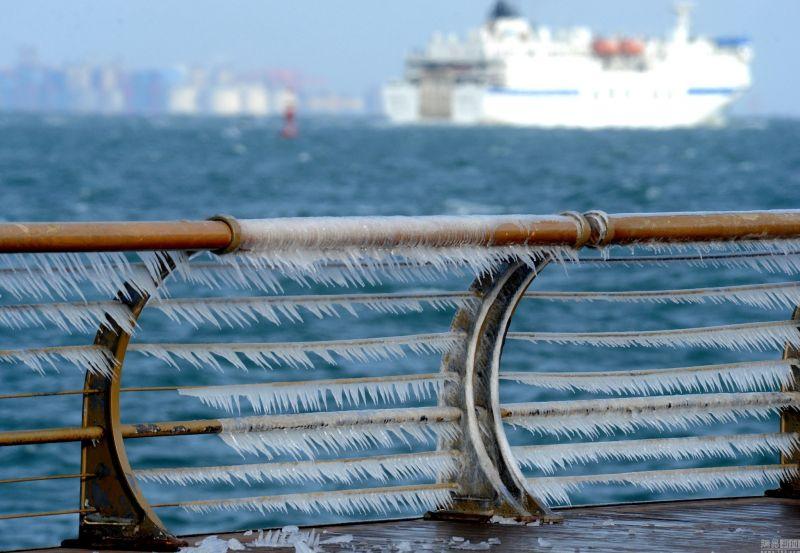 大連東港冰凌(圖片來源:網易新聞http://bit.ly/2hBU2WE)