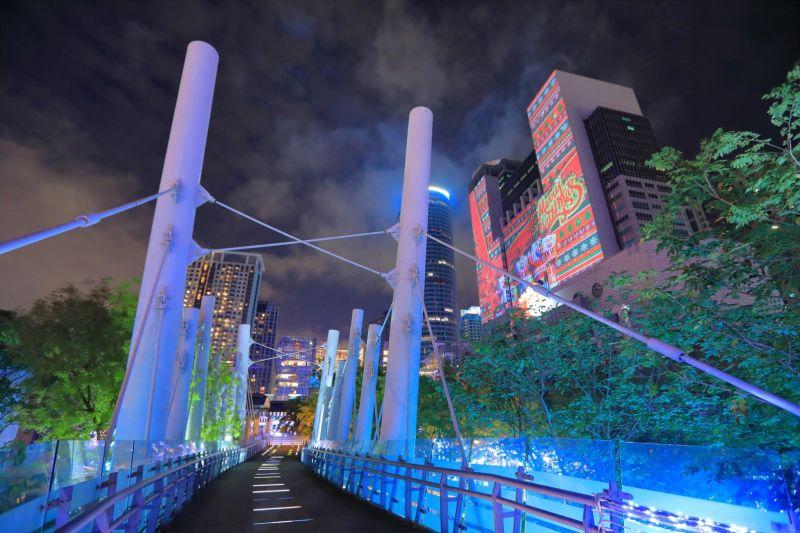 新站路空橋享幽靜浪漫夜。(攝影/林文棟提供)