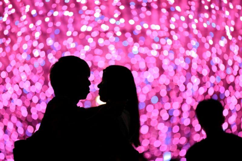 連通道拍下浪漫地冒泡的耶誕節紀念照。(攝影/林文棟提供)