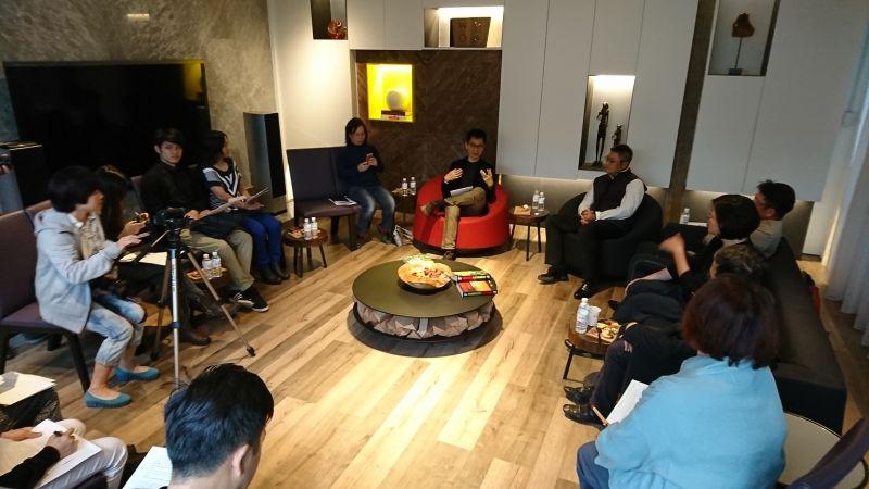 WOHA黃文森演講前多方媒體採訪了解其作品內涵;吳宜晏攝