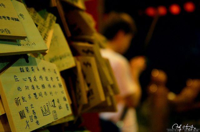 愈到大考期間,台北文昌宮人聲鼎沸,為的就是要「金榜題名」(圖片來源-(Andrew Shih-Hsuan Huang)
