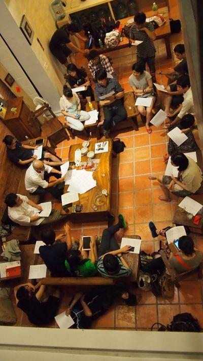 cxcity志工們於民宿開會的過程;圖片提供:何熊貝/何凭融