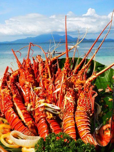 鮮嫩碩大的龍蝦,是跳島美食中的必備佳餚。