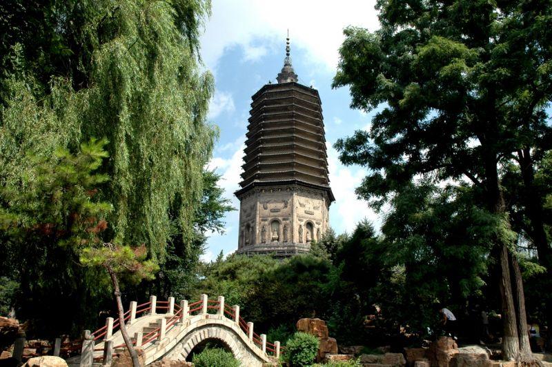 東北最高古塔「遼代白塔」是中國六大名塔之一。