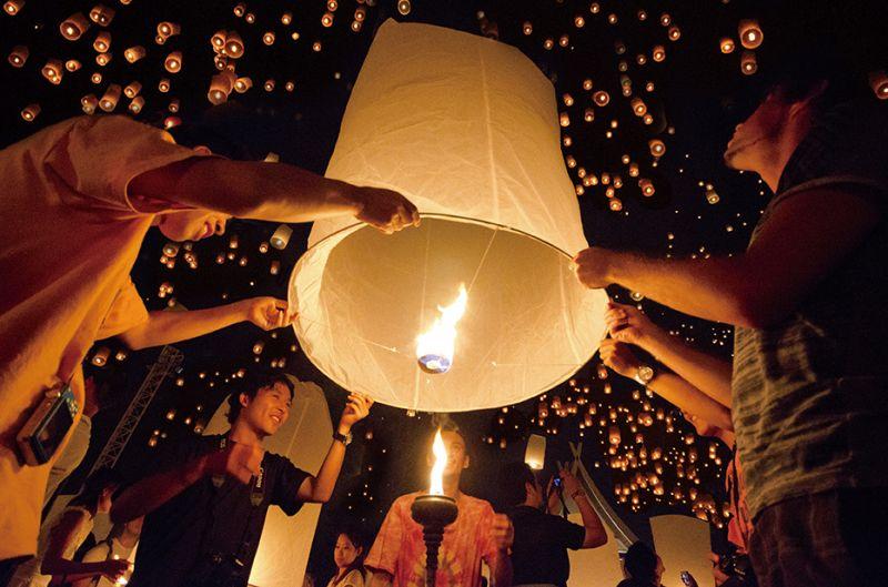 清邁萬人天燈節與水燈節有不同美感, 舉辦時間相近,如果有計畫去泰國旅行不妨留意。(Photo│ shutterstock)