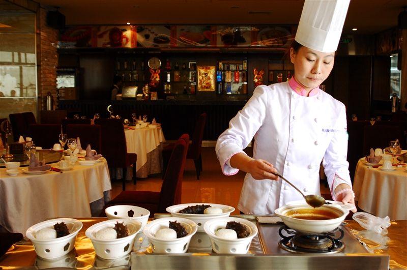 新鮮現做、無菜單料理的大連星海漁港餐廳。