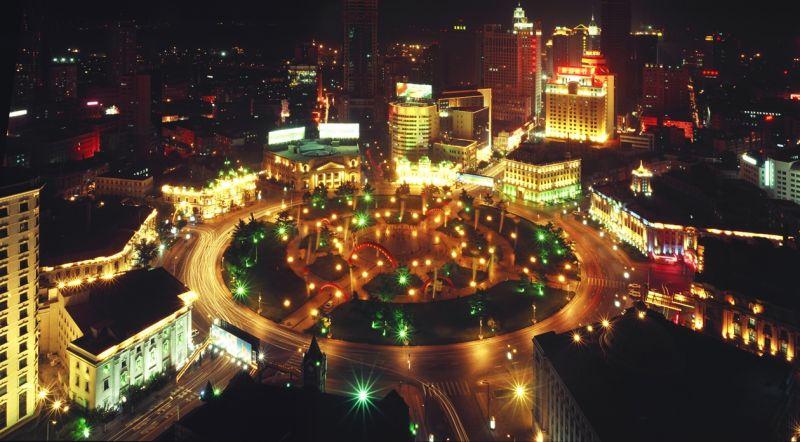 廣場眾多,讓大連夜景更漂亮、與眾不同。(圖為中山廣場)