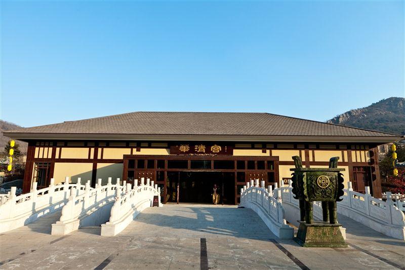 以唐朝風格來設計的溫泉會館,溫泉水來自地下1800公尺。