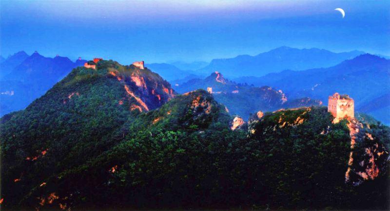 長城月夜特別美,彷彿進入了歷史上鎮守邊關古時刻。(圖為遼寧古長城)