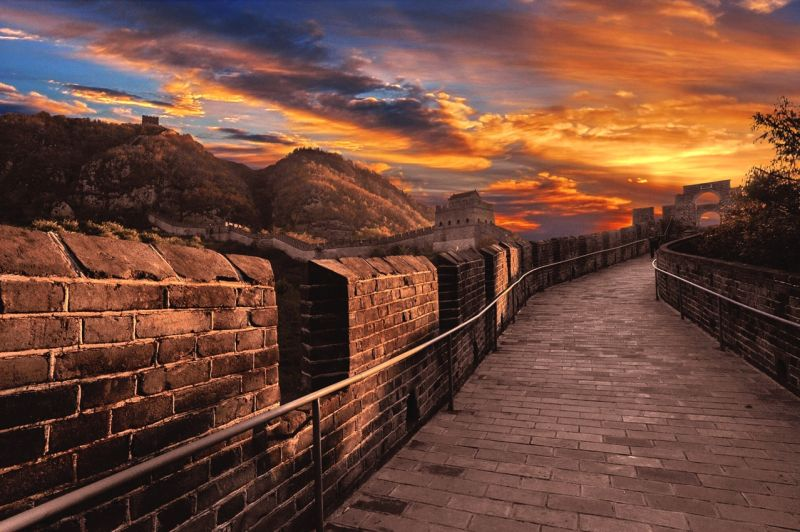 長城四季、日夜各有美麗時刻。(圖為虎山長城黃昏彩霞)