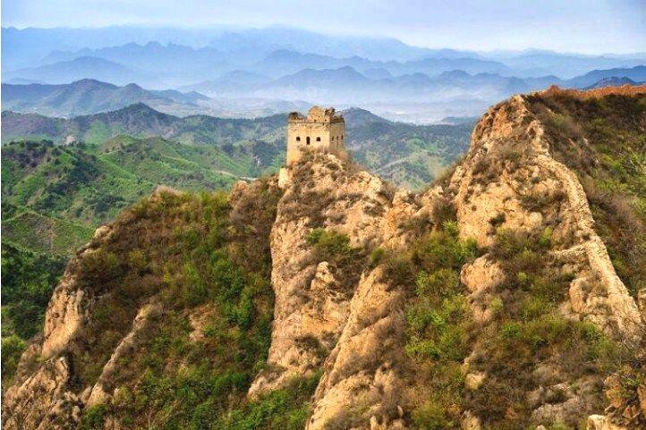 常被封為最美麗野長城的西溝長城,原始古老又壯觀。(圖片來源http://bit.ly/2n0HKac)