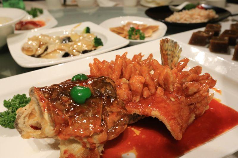 松鼠桂魚特點在於費工的料理方式