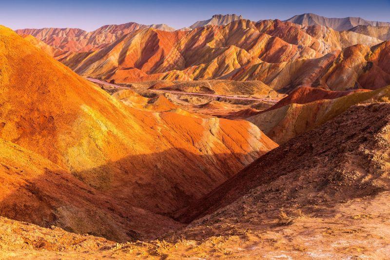 張掖丹霞地貌色彩如夢如幻,相當讓人驚奇。