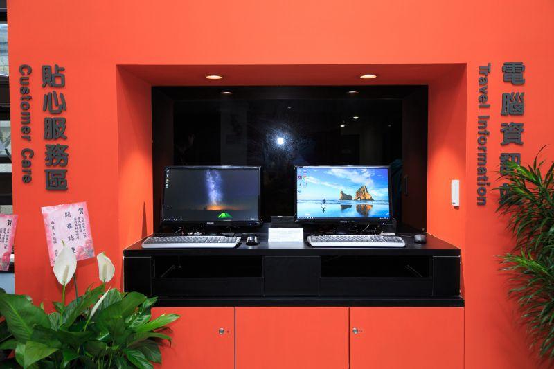 如果需要使用到桌上型電腦查詢資料,北竿遊客中心也有提供使用 圖攝/吳仁凱