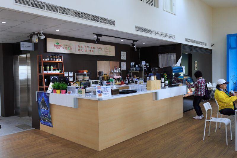 遊客中心二樓咖啡廳 圖攝/吳仁凱