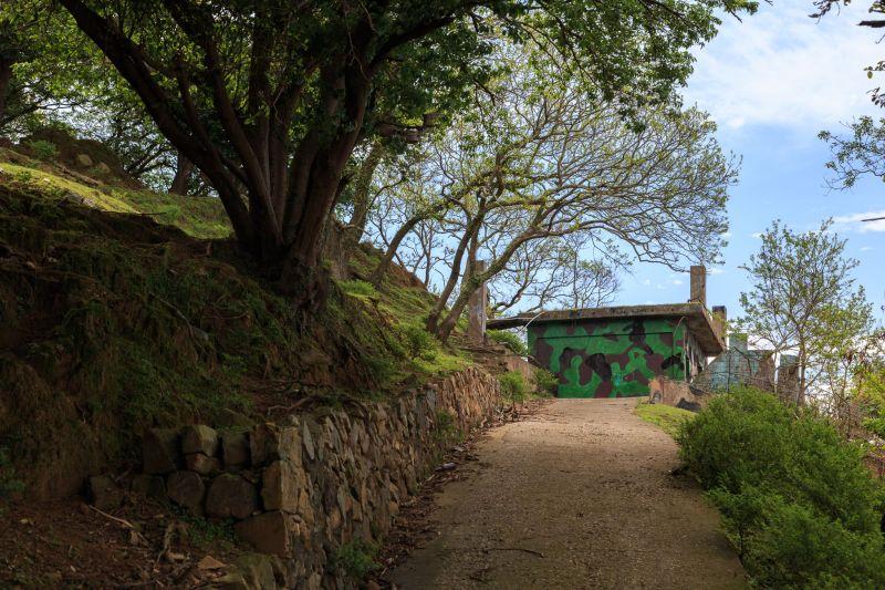 在大坵島上依然可以看到遺留下來的軍事設施 圖攝/吳仁凱