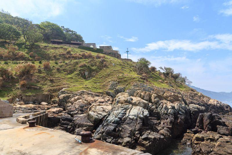 遠方那塊就是島上唯一有人居住的聚落 圖攝/吳仁凱