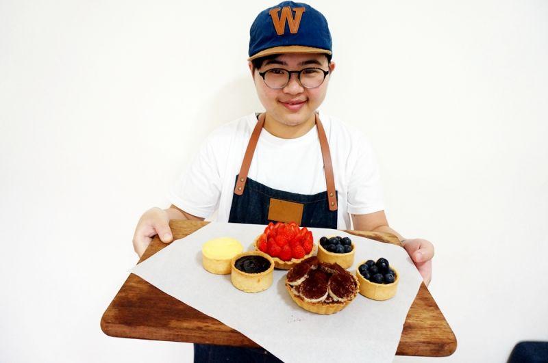 李奇芳與他的真心系甜點。(攝影/林郁姍)