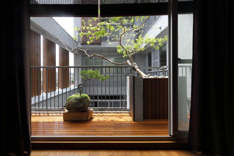 室內望向中庭;攝影:賴建作