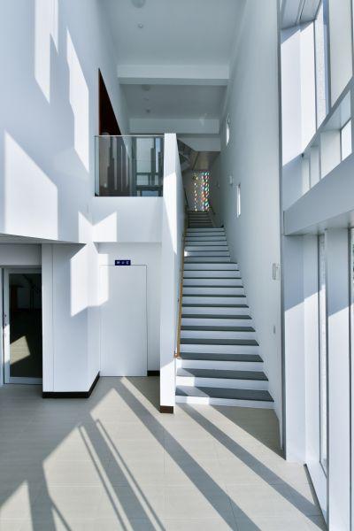 一樓入口門廳主樓梯上二樓大堂;攝影:曾群儒