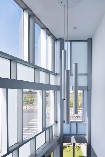 二樓大堂入口外平台望向門廳;攝影:曾群儒