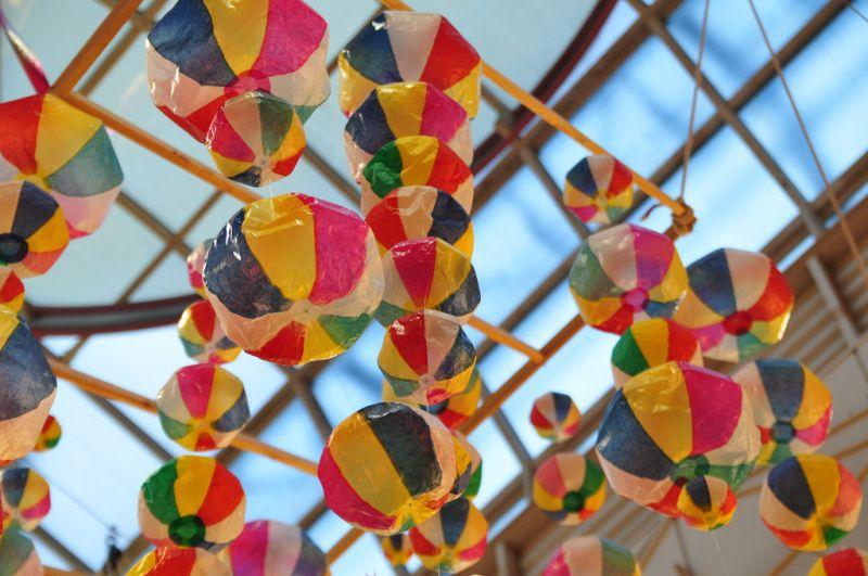仙台七夕祭時彩飾會綴滿整個城鎮(圖片來源:Flickr CC授權作者ajari)